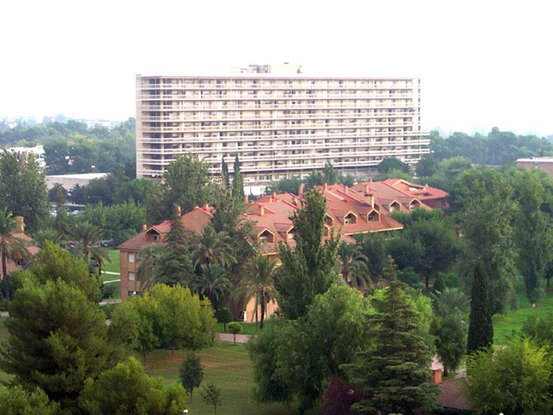Fachada del Hospital Provincial. 1990