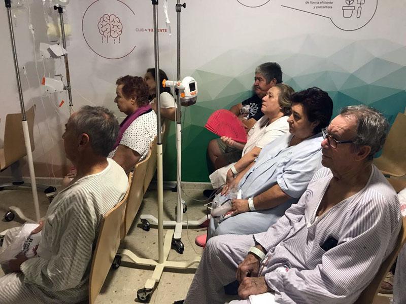 Pacientes y familiares disfrutan de la actuación