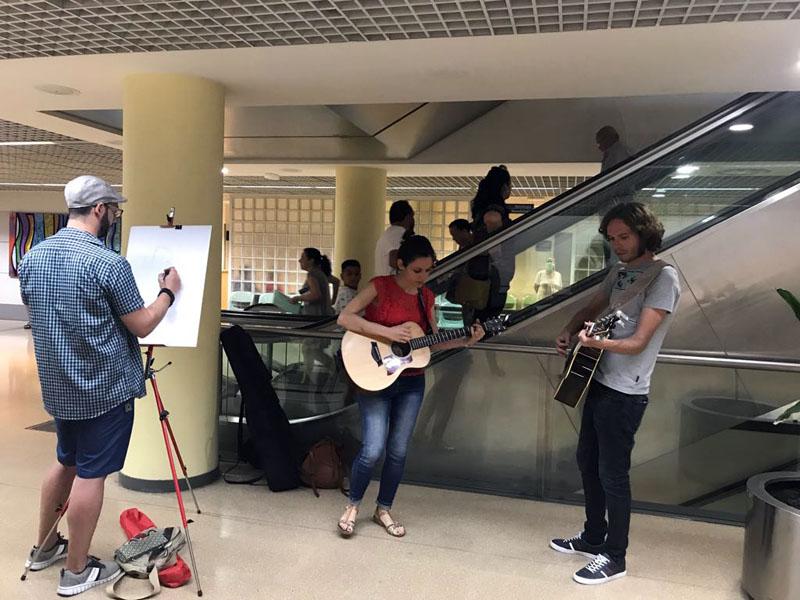 Un momento del concierto de hoy en el hospital