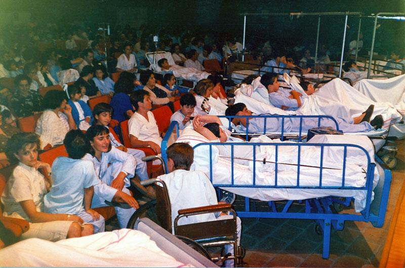 Fiesta infantil en el antiguo salón de actos. 1991