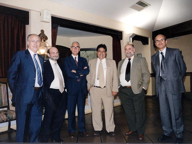 Gerentes del hospital reunidos, Mingorance Sánchez, Díaz Fernández, Temes Montes, Miño Fugarolas. 2001