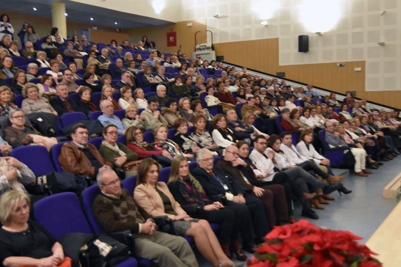 El salón de actos se llenó de profesionales y familiares