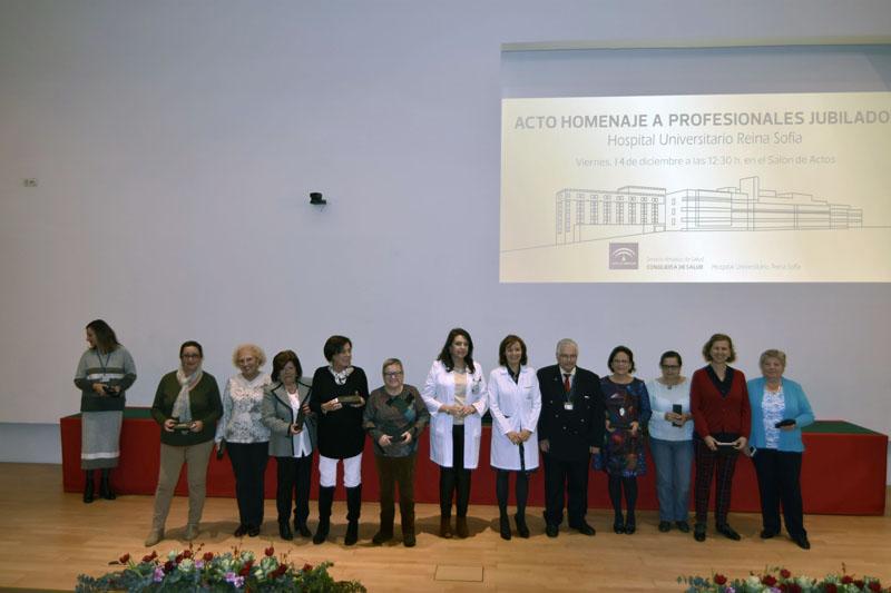Profesionales de Enfermería reciben un regalo simbólico