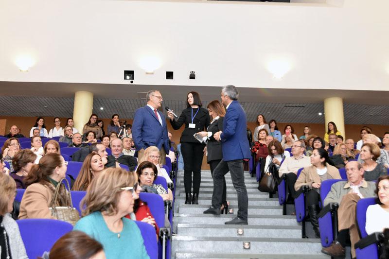 El doctor Guerrero responde a las preguntas de los presentadores de Andalucía Directo