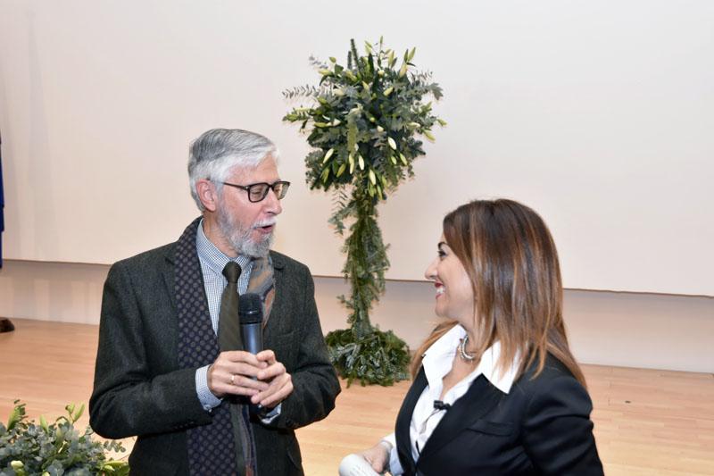 El doctor Pérez Jiménez responde a las preguntas de Carme Ramos