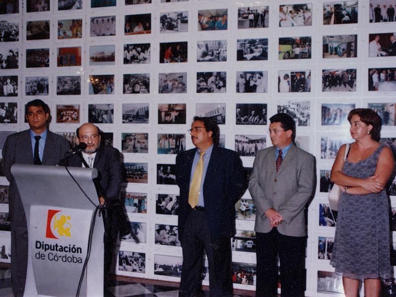 Inauguración de la exposición fotográfica del 25 aniversario. 2001