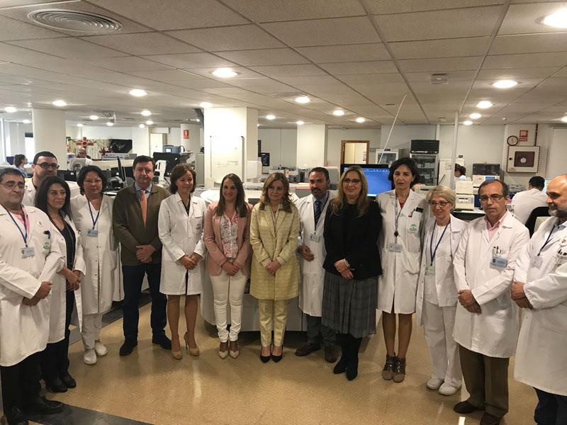 Autoridades y responsables de laboratorios visitan la Cadena Robotizada