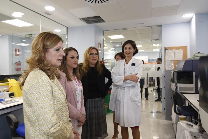La consejera de Salud visita el nuevo laboratorio de Inmunologia