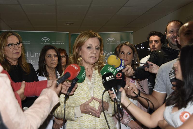 Marina Alvarez atiende a los medios de comunicación