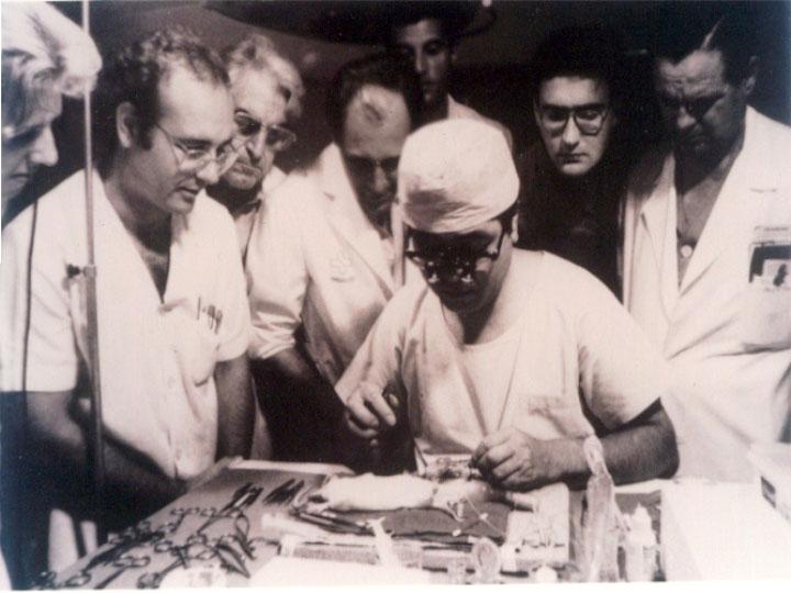 Los doctores Montero y Pera entre otros en el experimental. 1981