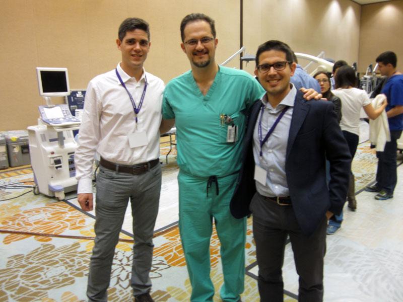 Juan Solivera, Daniel M. Prevedello y Juan Aguilar en el Hospital Oncológico The James