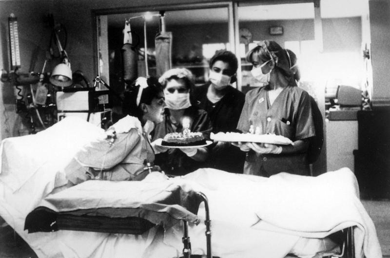 Paciente trasplantada celebra su recuperación. 1993