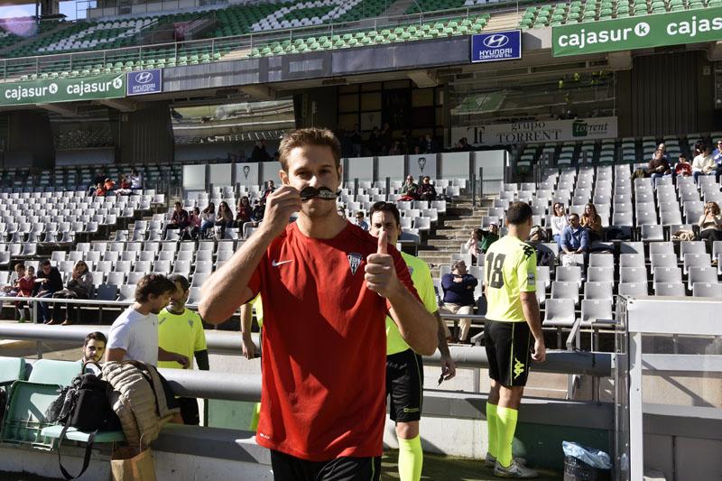 Un jugador del Córdoba CF posa con su bigote