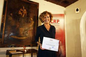 Rafaela Belmonte mostrando su reconocimiento