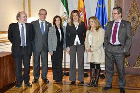 Susana Díaz con responsables sanitarios del SAS y Consejería y representantes de pacientes trasplantados