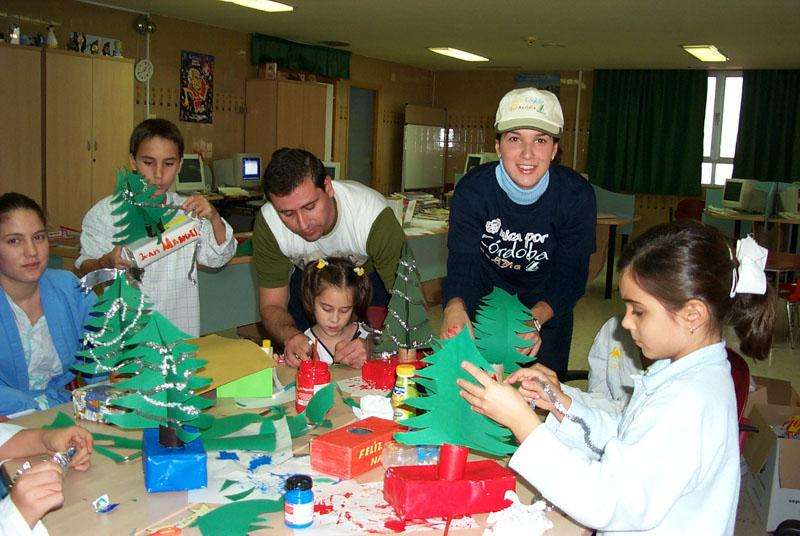 Taller de manualidades para celebrar la navidad. 2003