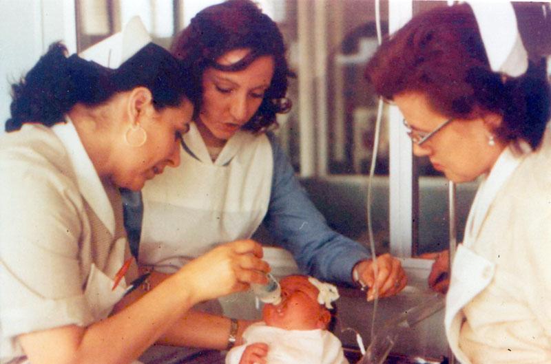 Uno de los primeros bebes nacidos en el materno infantil. 1976