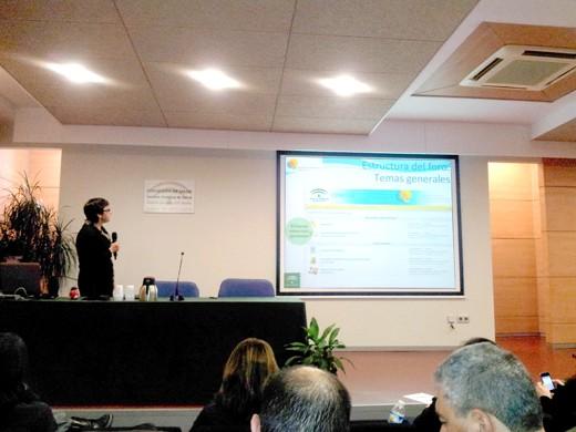 Carmen Domínguez Nogueira durante la exposición de la plataforma 'Onconocimiento