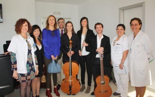 Voluntarios del Proyecto de Música Sinfonendo visitan el hospital