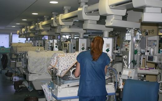 Enfermería de Cuidados Intensivos Pediátricos y Neonatales