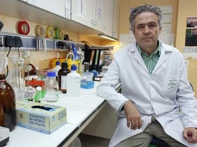 El doctor Emilio Alba, jefe de oncología del Hospital Universitario