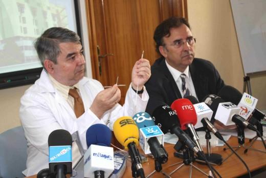 El Dr. Alzueta y el Director Gerente de nuestro Hospital en Rueda de Prensa
