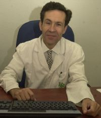 Romero es neurólogo y neurofisiólogo