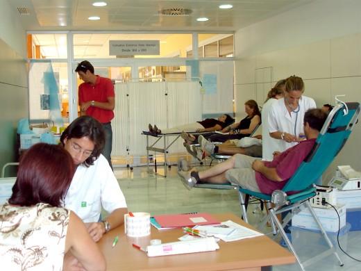 Profesionales del Centro Regional de Transfusiones durante la Jornada