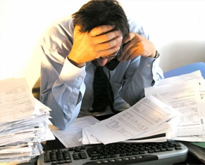 El estrés laboral eleva el riesgo de sufrir un infarto.