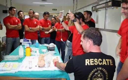 Profesionales de los hospitales de Málaga y voluntarios de Bomberos Sin Frontera