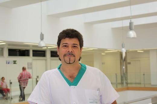 Carlos de la Cruz es coordinador del área de Anestesia Vascular del Hospital