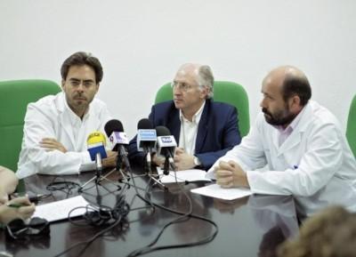 Tomás Urda, a la izquierda, junto al delegado de Salud de Jaén