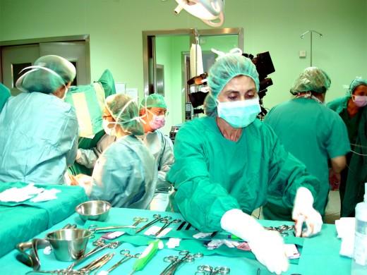 Las pacientes son operadas mediante una técnica mínimamente invasiva