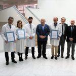 Jesús Aguirre entrega la certificación 'excelente' de la Agencia de Calidad Sanitaria a los Laboratorios del Hospital Clínico San Cecilio