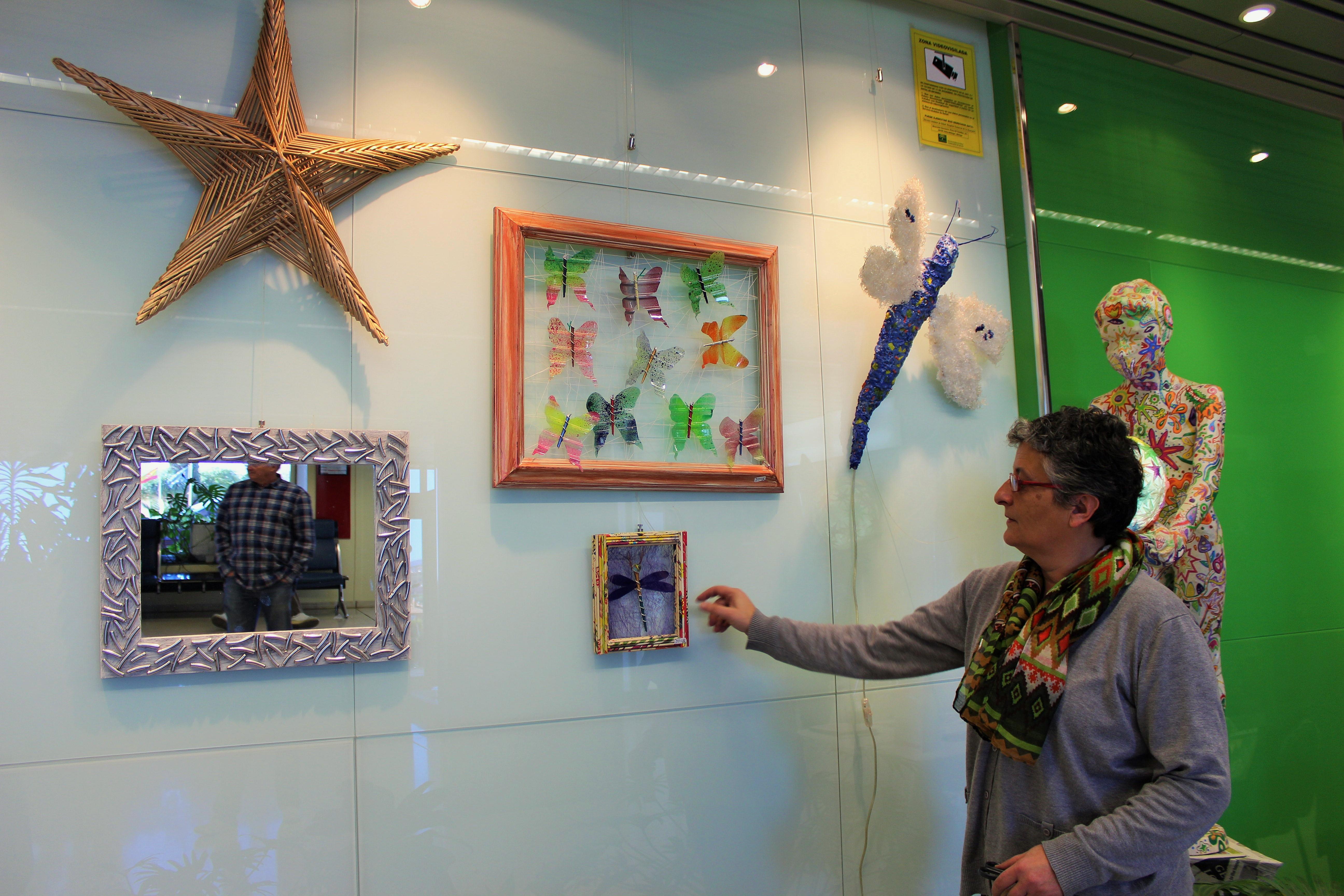El Hospital Comarcal de la Axarquía acoge la exposición 'Reutiliz-Art' de la artista Angeles Guarchs