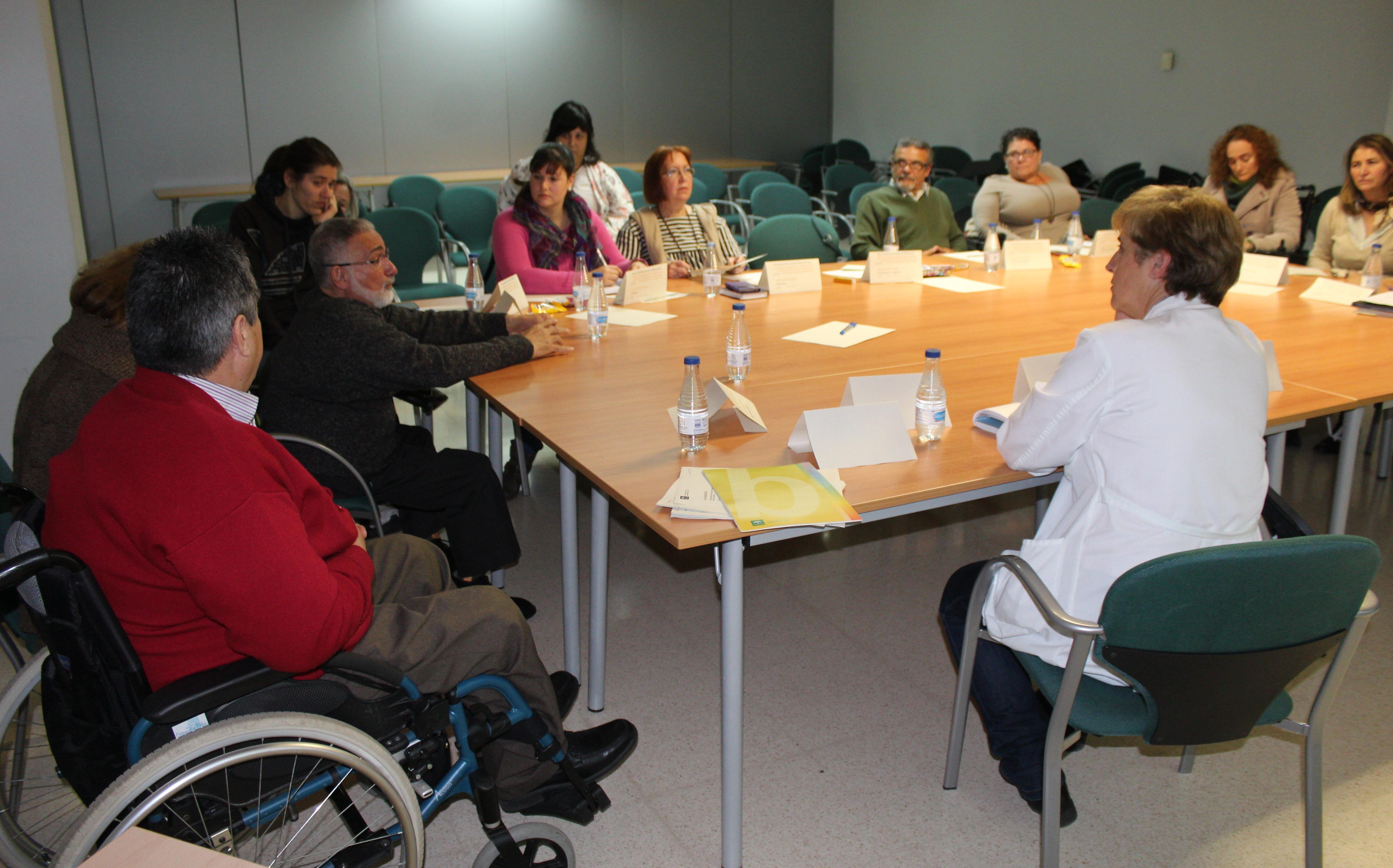 El Área Sanitaria Este de Málaga-Axarquía celebra una reunión con asociaciones de personas con discapacidad