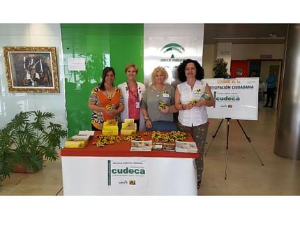 La Fundación Cudeca instala una mesa informativa en el Hospital Comarcal de la Axarquía