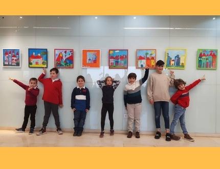El Hospital Comarcal de la Axarquía acoge la exposición  benéfica infantil '… Mi casa', realizada por los alumnos de la Escuela D'art de Torre del Mar