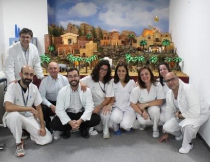 Los profesionales de Rehabilitación inauguran su tradicional Belén Navideño