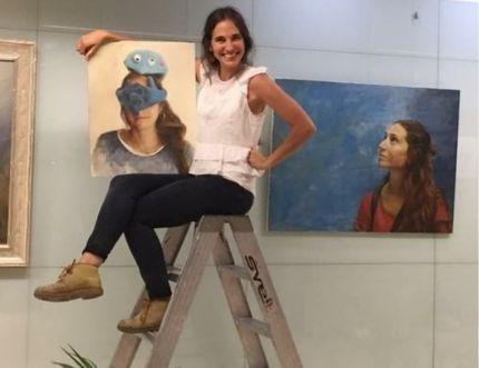 Lucia Bautista expone en el Hospital Comarcal su obra 'soy… eres … Es'