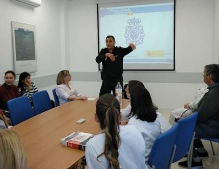 Una treintena de profesionales sanitarios de las urgencias se forman en prevención de agresiones