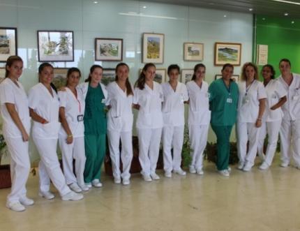 Alumnado del centro docente de la Cruz Roja de Vélez-Málaga inician sus prácticas en el Área Sanitaria Málaga-Axarquía