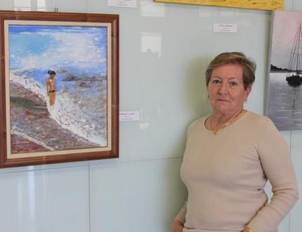 La pintora extremeña Juana Caballero expone en el Hospital Comarcal su obra 'Escenas Marinas'