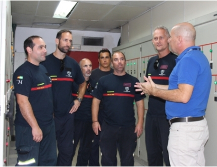 Bomberos de Vélez-Málaga visitan el hospital para conocer sus instalaciones y poder actuar ante posibles catástrofes