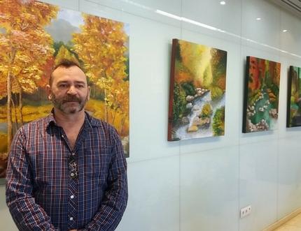 El Hospital Comarcal de la Axarquía acoge la exposición 'Armonía Visual' del pintor Manuel Segorbe