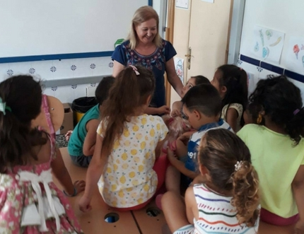 Profesionales de la UGC de Torre del Mar imparten un taller de fotoprotección y pediculosis en el CEIP Blas Infante