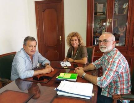 El gerente del Área Sanitaria se reúne con la alcaldesa de Nerja
