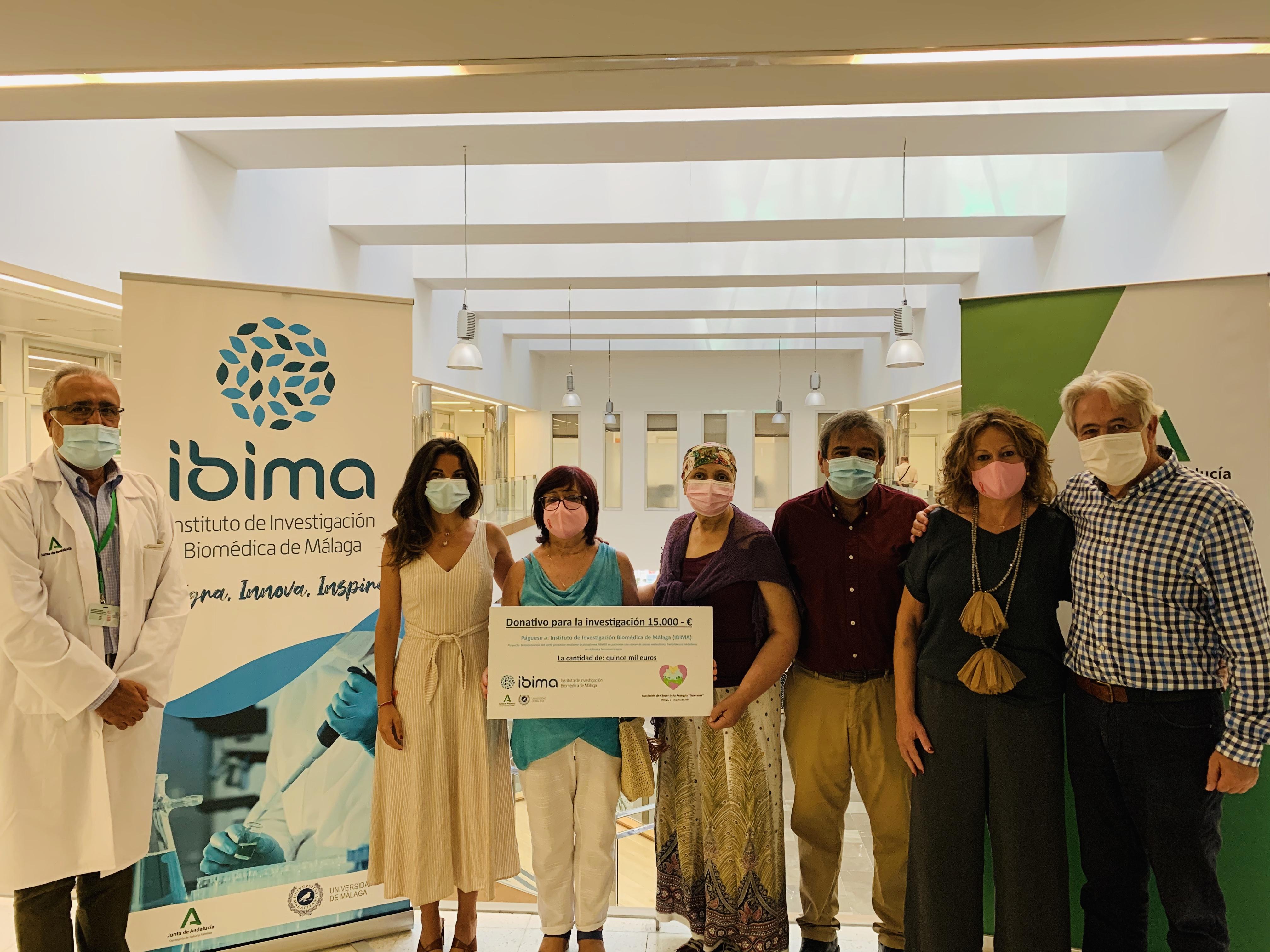 La Asociación 'Esperanza' dona a IBIMA 15.000 euros para la investigación del cáncer de mama metastásico