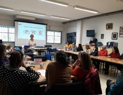 Enfermeras del centro de salud de Torre del Mar forman a cuarenta profesionales del CEIP Vicente Aleixandre en técnicas de reanimación cardiopulmonar
