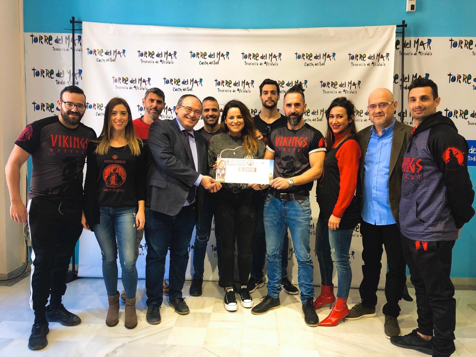 El club Vikings Street Workout recauda 5.000 euros de su calendario solidario para dotar de material a nuestra aula hospitalaria